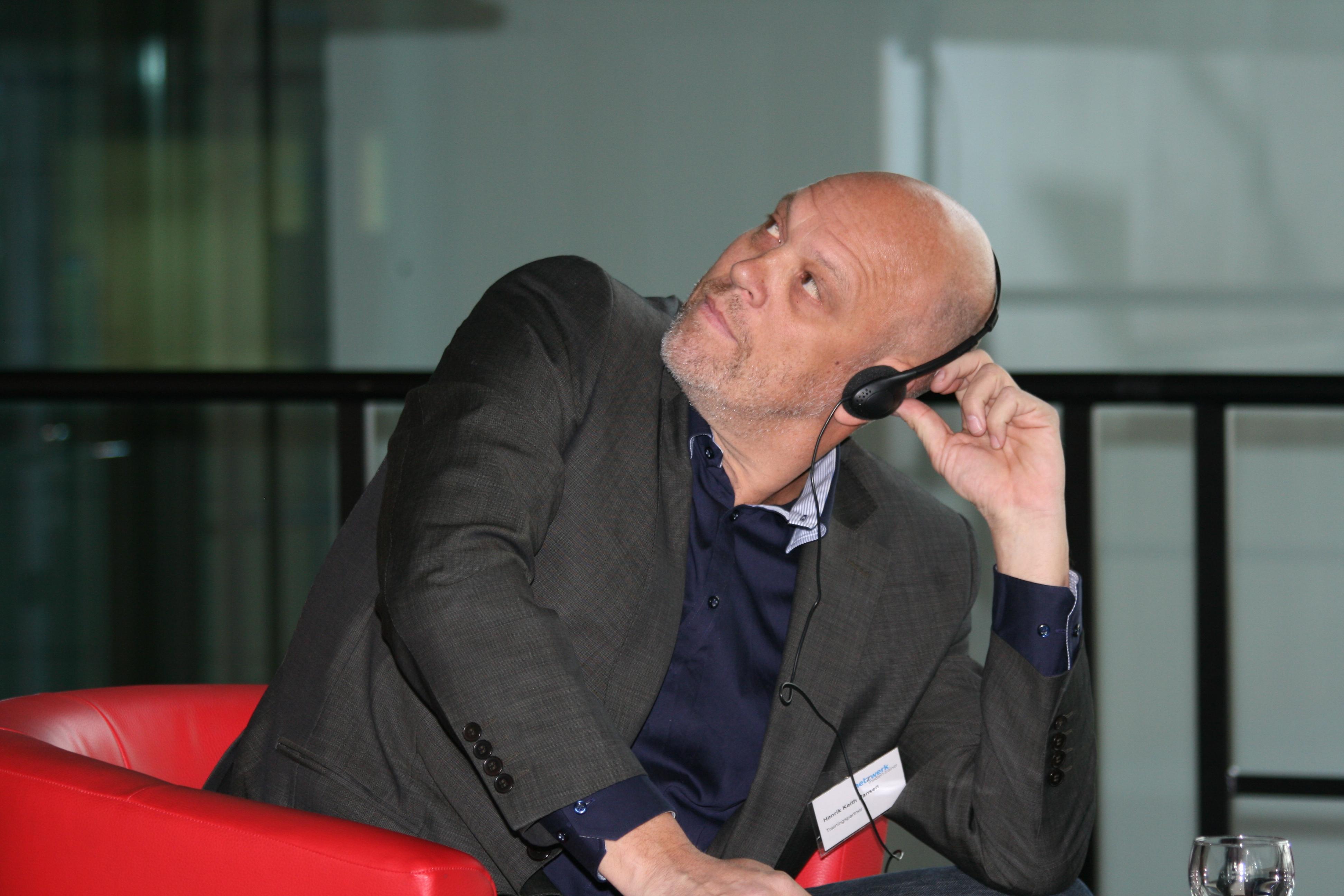 Henrik Keith Hansen auf dem Crossmedia-Tag des netzwerk medien-trainer