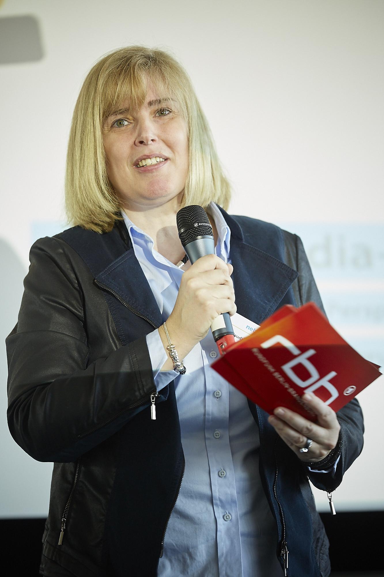 Dr. Claudia Nothelle auf dem Crossmedia-Tag des netzwerk medien-trainer