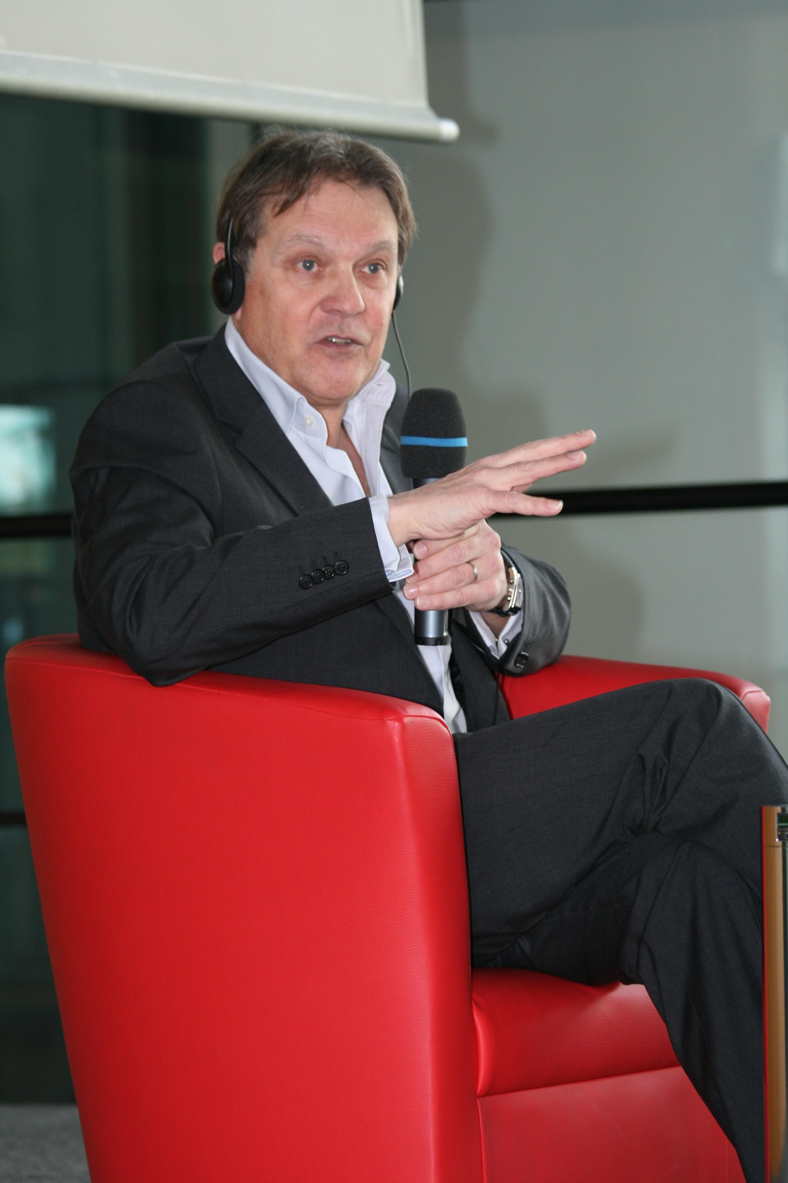 Paul Johnson auf dem Crossmedia-Tag des netzwerk medien-trainer