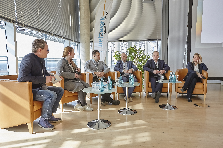 Volker Matthies, Sylke Gruhnwald, Martin Hoffmann, Holger Schellkopf, Louis Jebb und Isa Sonnenfeld auf dem Crossmedia-Tag des netzwerk medien-trainer