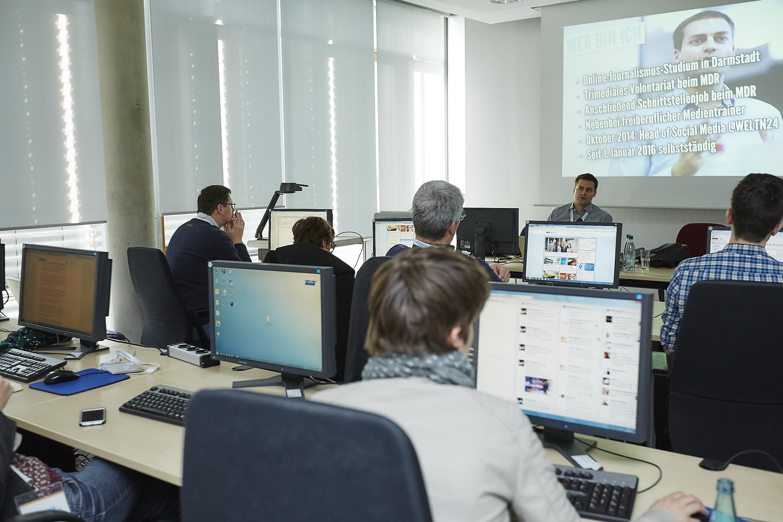 Crossmedia-Tag des netzwerk medien-trainer