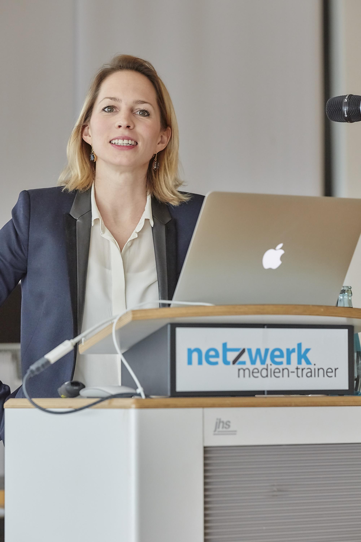 Isa Sonnenfeld auf dem 4. Crossmedia-Tag des netzwerk medien-trainer