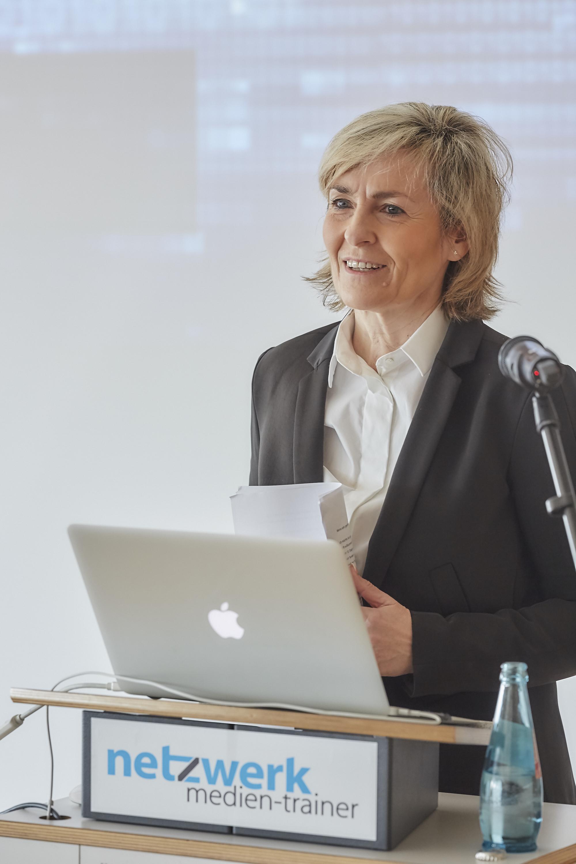 Prof. Dr. Karola Wille auf dem 4. Crossmedia-Tag des netzwerk medien-trainer