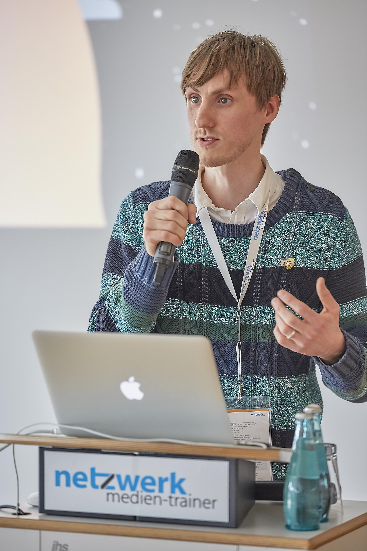 Moritz WasserMoritz Wasserek auf dem 4. Crossmedia-Tag des netzwerk medien-trainerek auf dem 4. Crossmedia-Tag