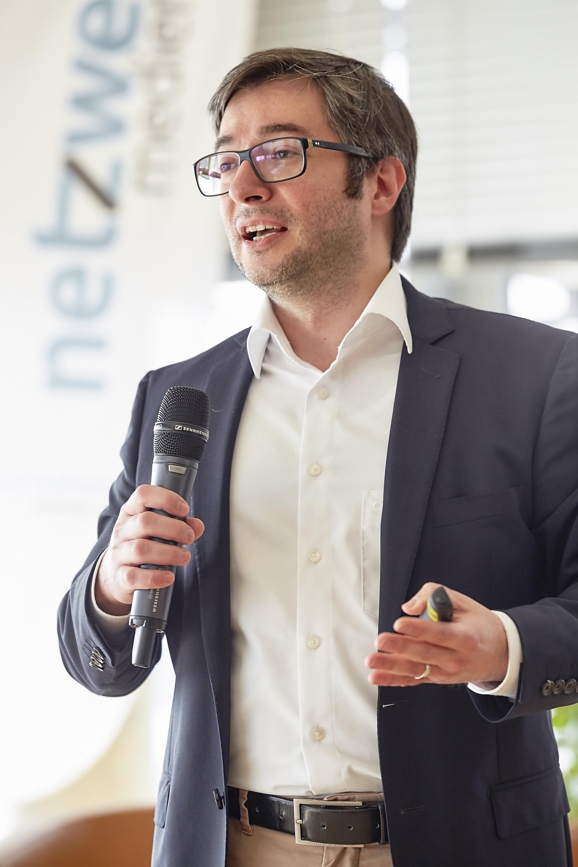 Mustafa K. Isik auf dem 4. Crossmedia-Tag des netzwerk medien-trainer